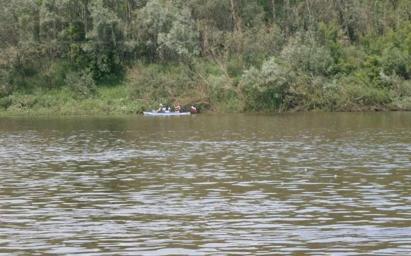 На реке небольшая рябь говорит о стабильном клеве.