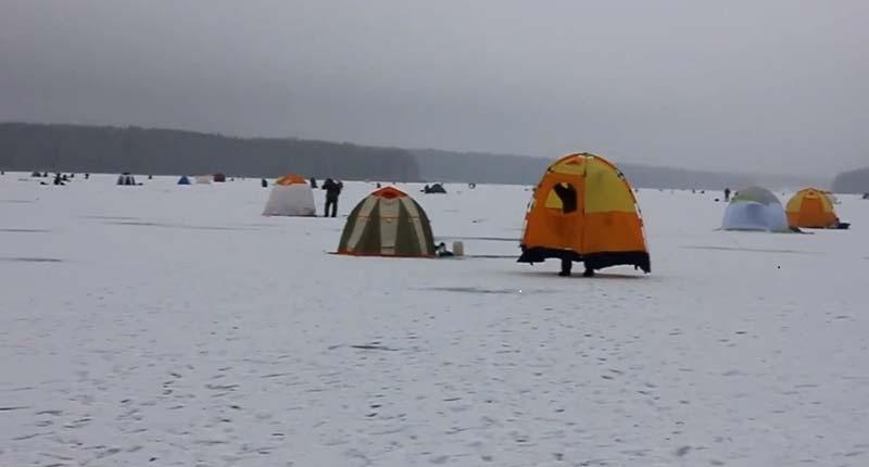 А я лещатника узнаю по палатке!