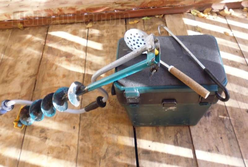 Экипировка и снаряжение для зимней рыбалки