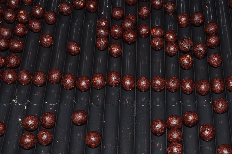 Для катания шариков применяйте специальную доску.