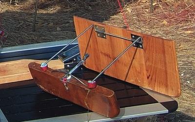 Поверхностная ловля рыбы с помощью снасти кораблик