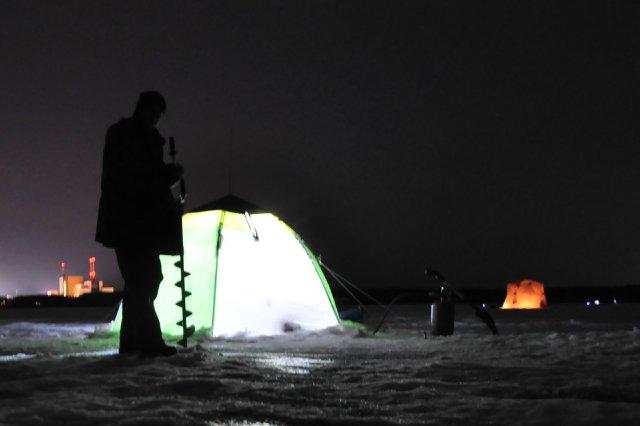 Иногда приходится вылезать из теплой палатки.