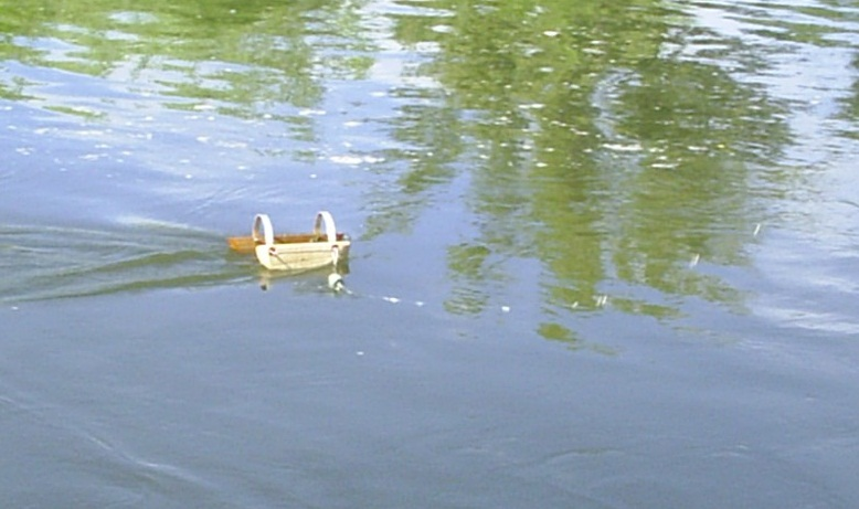 Кораблик с мушками.