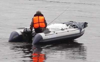 Особенности ловли леща с плавательного средства
