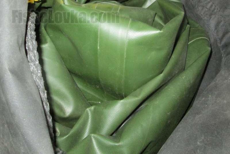 Правильно сложенная лодка легко помещается в свой мешок.