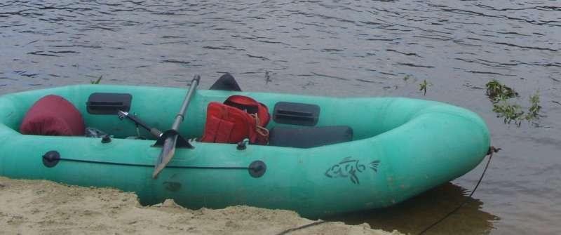 Старушка - резиновая лодка.